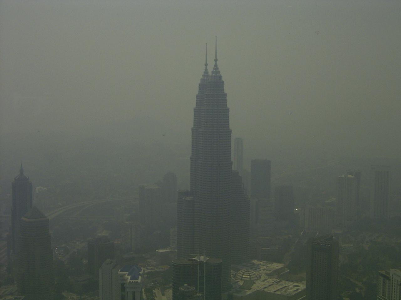 Twin Towers im Smog
