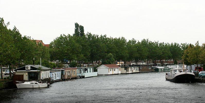 Typisch holländischer Anblick: Hausboote auf der Spaarne (Haarlem, Nordholland)
