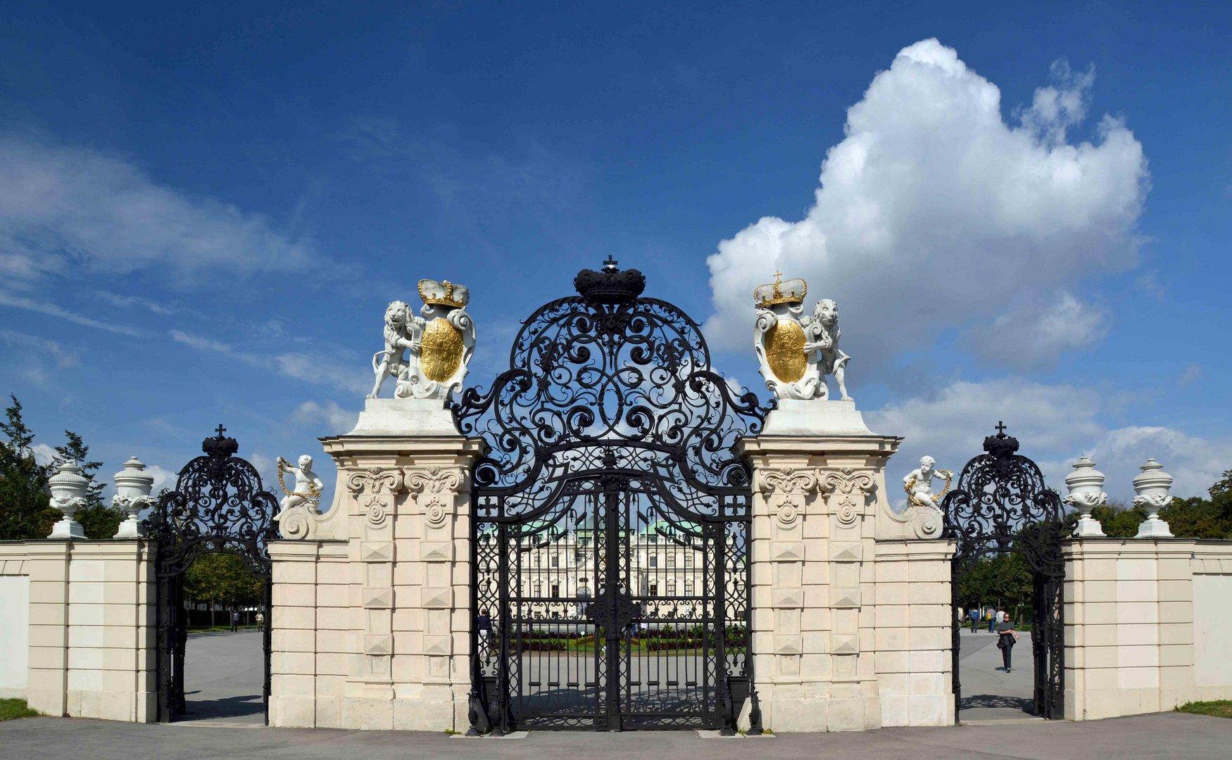 Typisch Wien - Eingang zum Schloß Belvedere