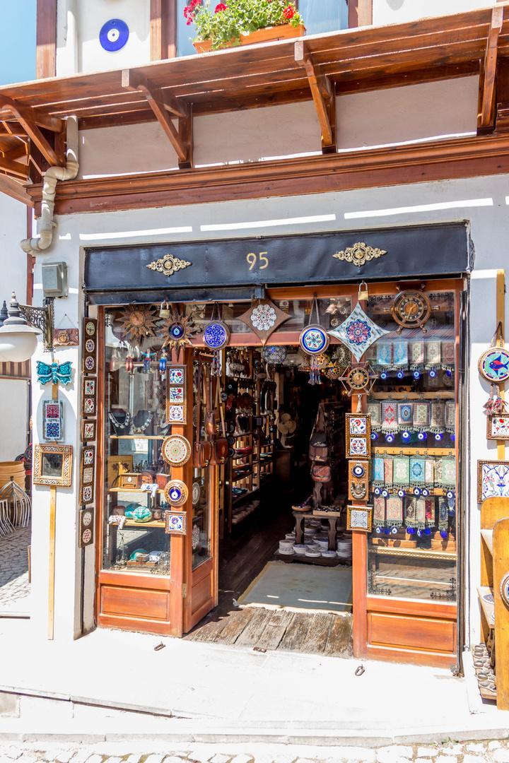 Typischer Ladeneingang in der Nähe der Burg von Ankara