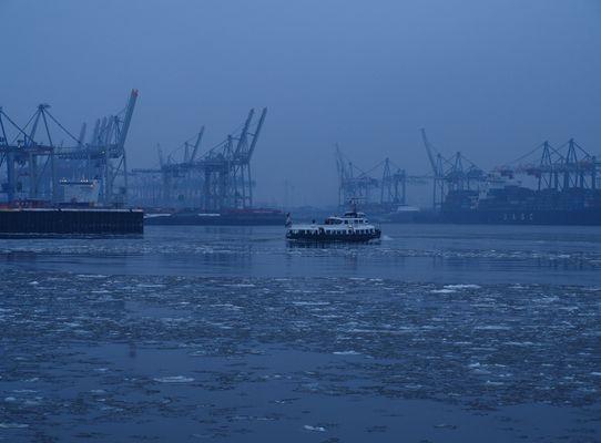 """Typschiff """"Kirchdorf"""" auf 'Eismeerfahrt' im Hamburgder Hafen ;-)"""