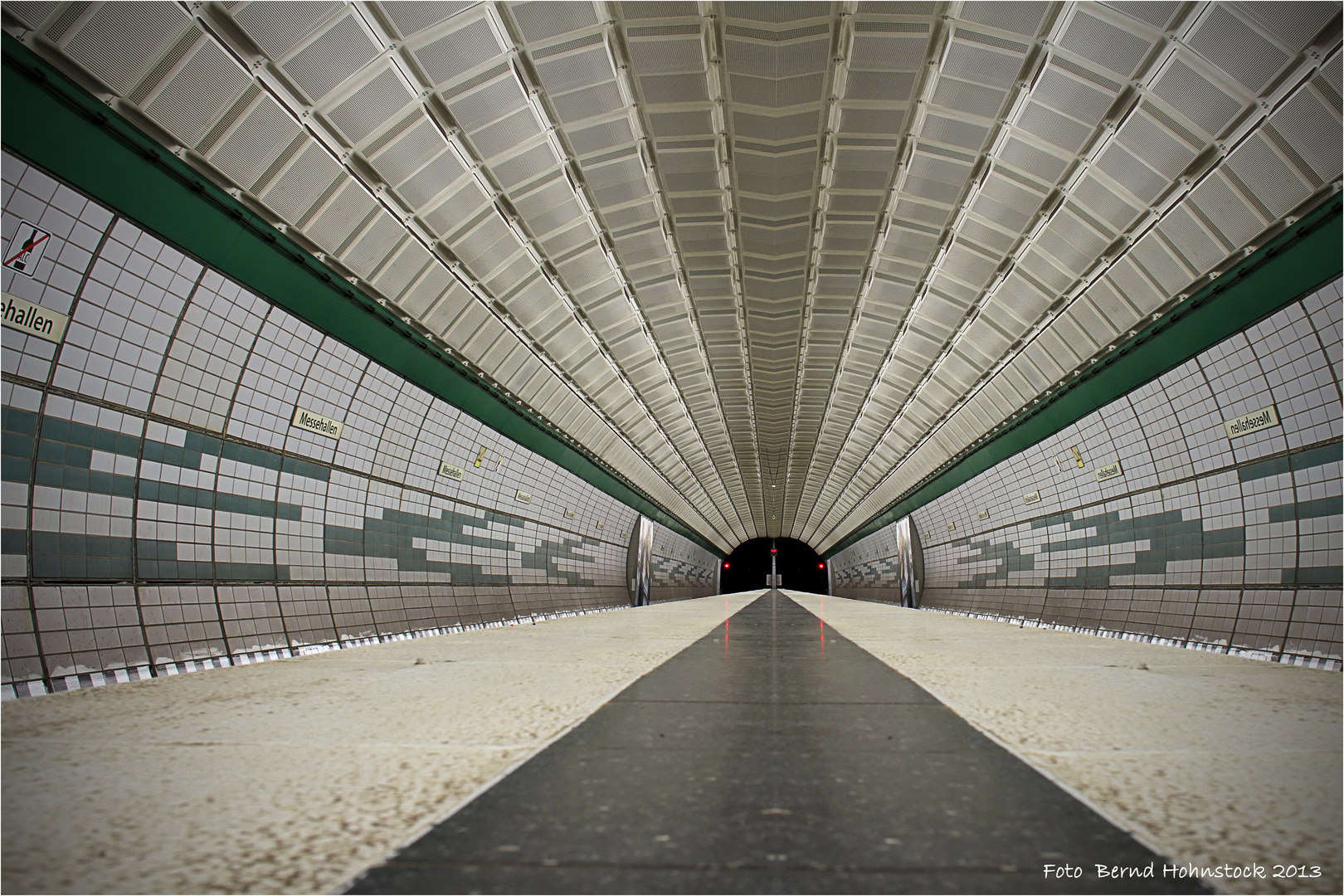 U-Bahn Messehallen Hamburg ....