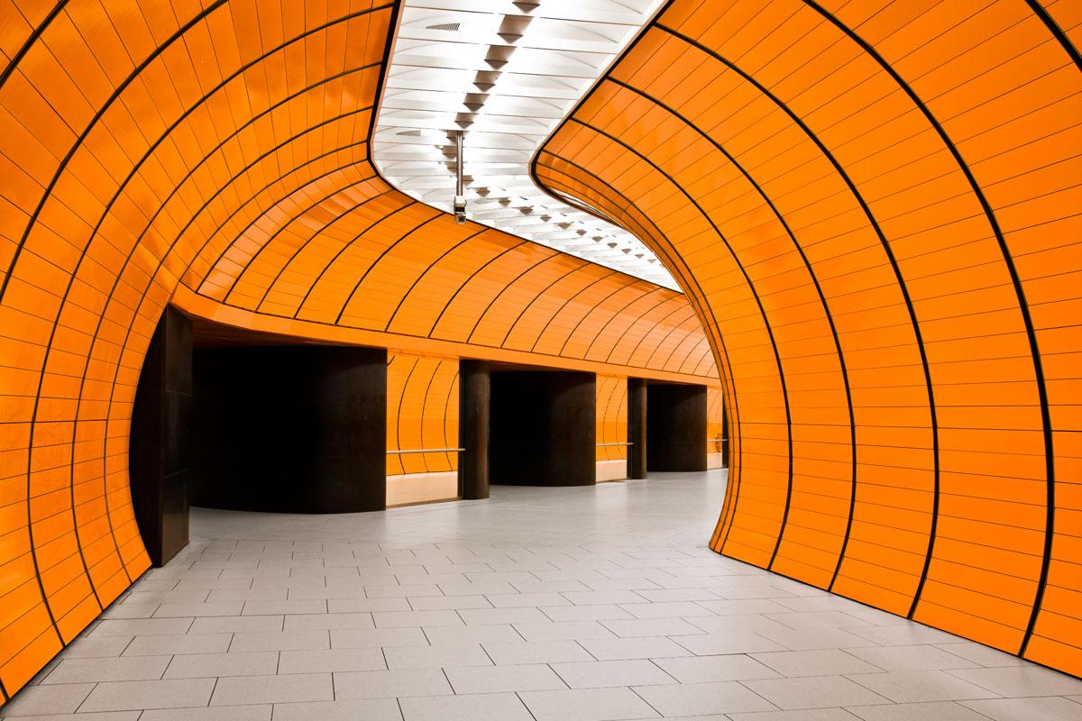 U-Bahnhof in Orange
