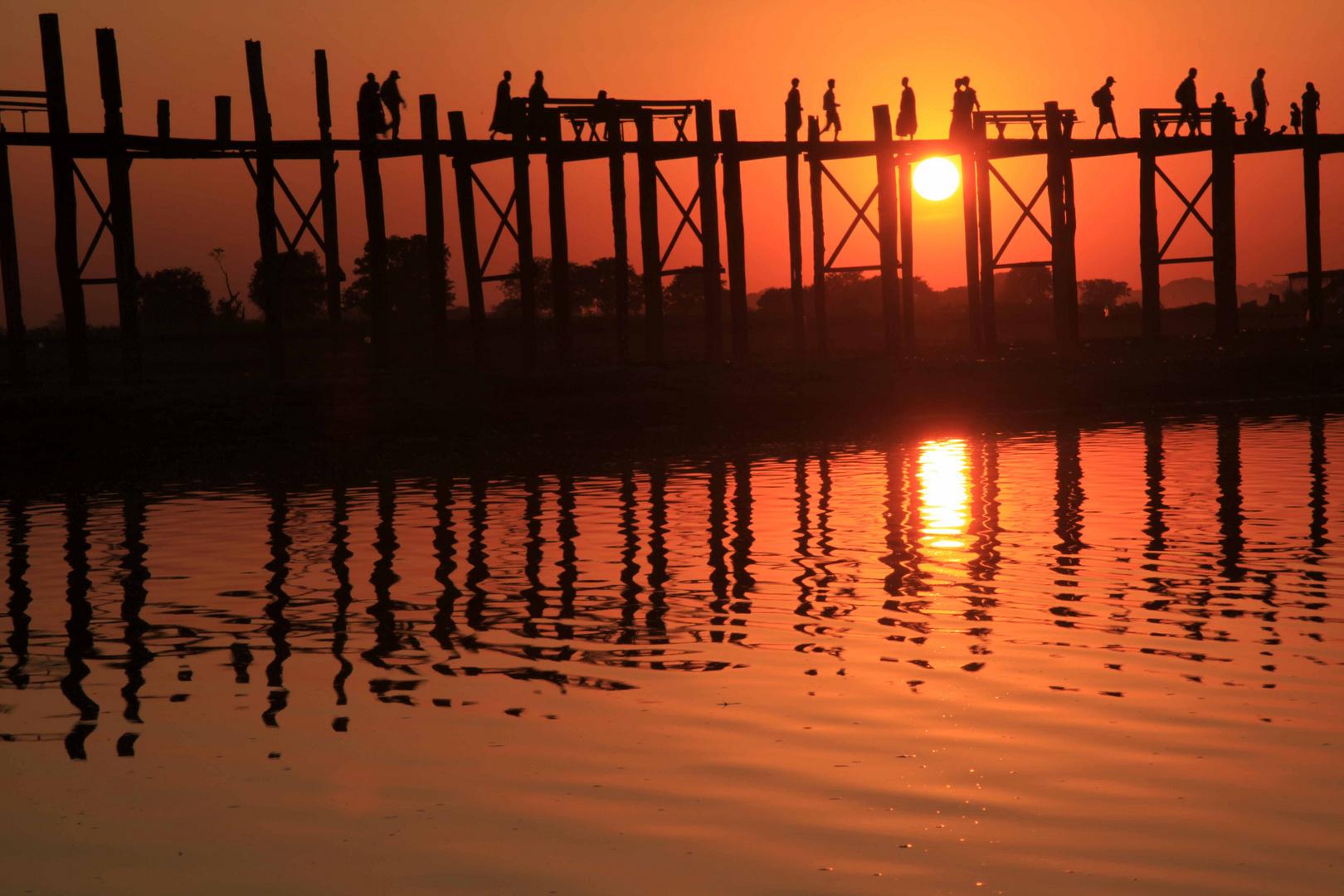 U-Bein Brücke im Sonnenlicht / Amarapura, Mandalay, Myanmar