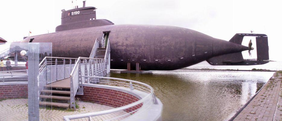 U-Boot im Hafen von Burgstaaken auf Fehmarn