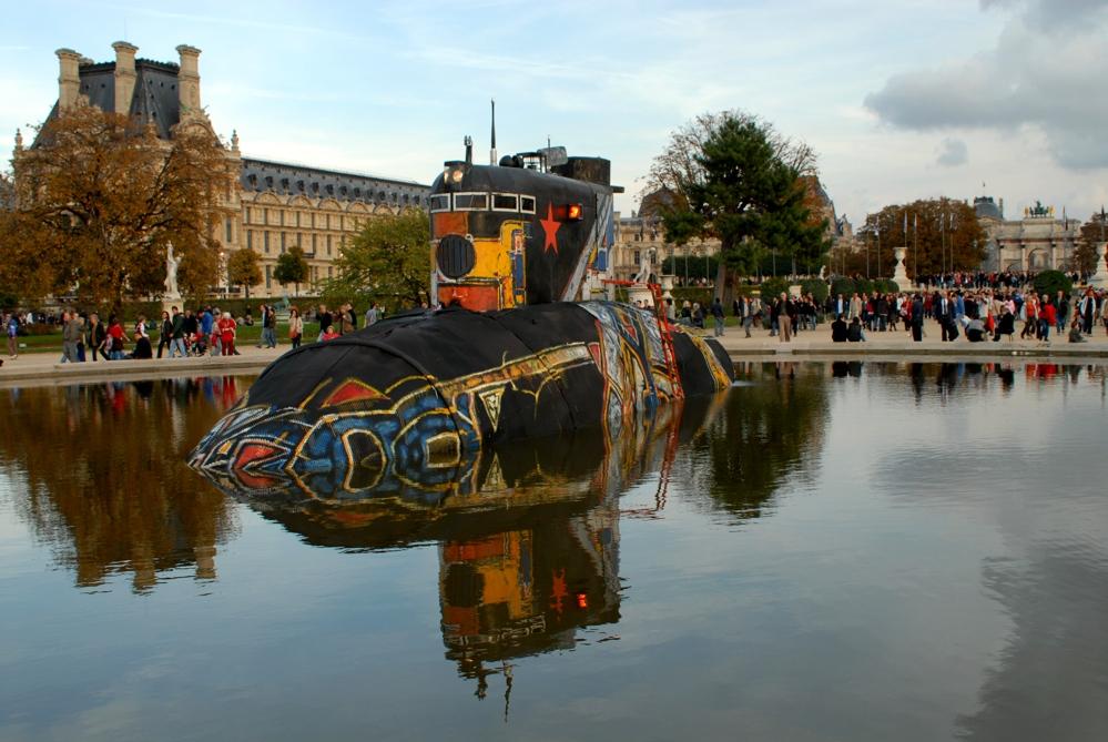 U-Boot im Jardin des Tuileries aufgetaucht