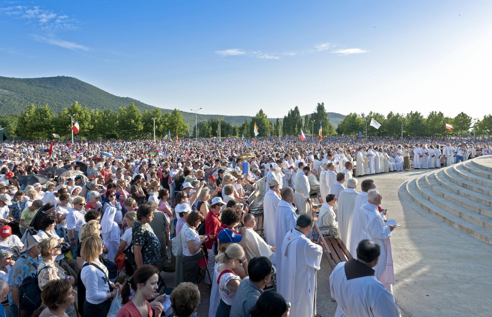 über 100.000 Pilger aus allen Erdteilen