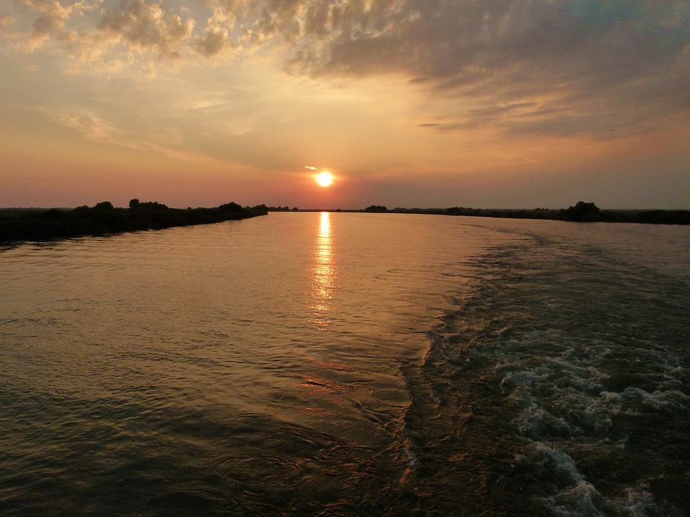 Über dem Donaudelta geht die Sonne unter und ich....