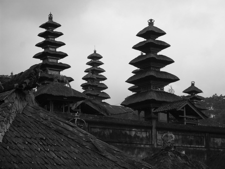 Ueber den Daechern des Tempel (Pura Besakih Bali)