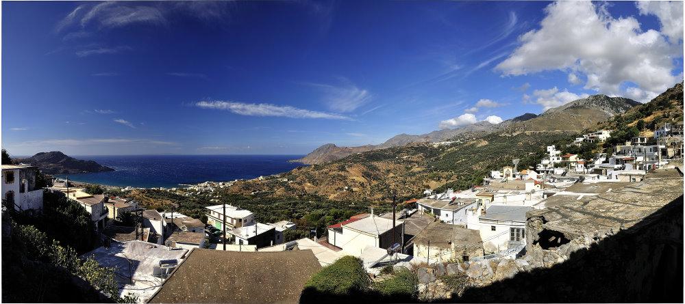 über den Dächern von Myrthios