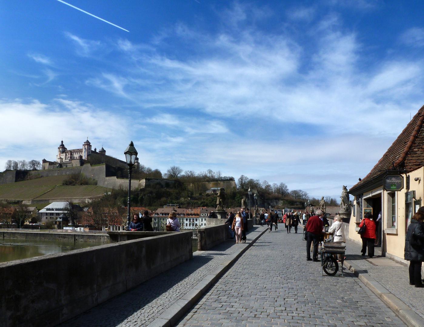 Über den Main zur Festung