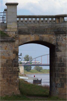 Über die Elbe...