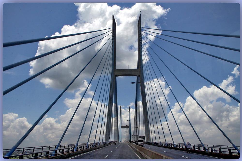 Über diese Brücke...