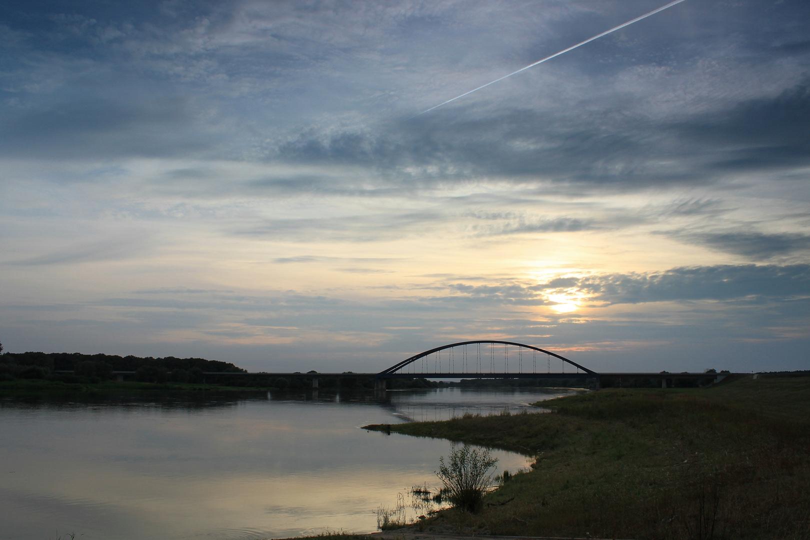 Über diese Brücke muss ich fahren .....