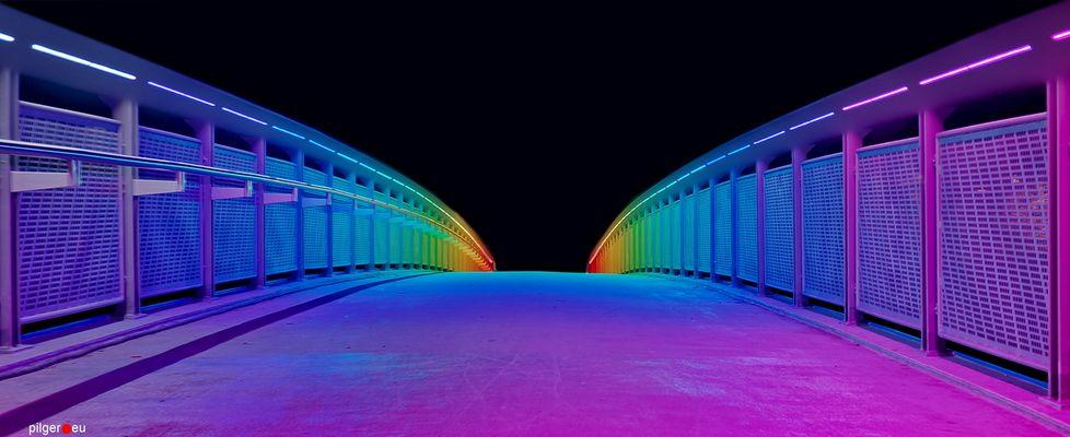 Über diese Brücke musst du geh'n