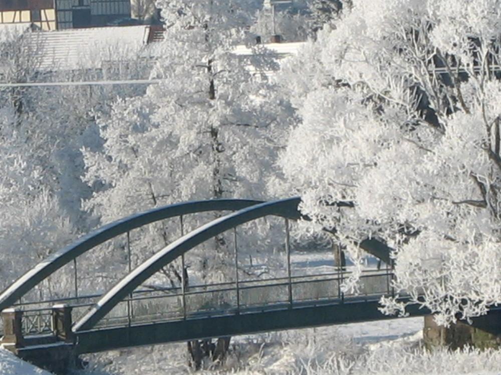 Über eine Brücke mußt du gehn
