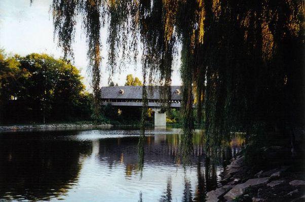 Über jeden Bach führt eine Brücke