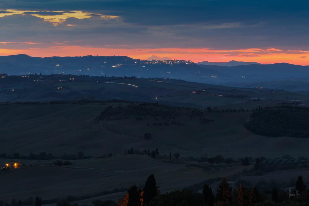 Über Montepulciano 'brennt' der Himmel.