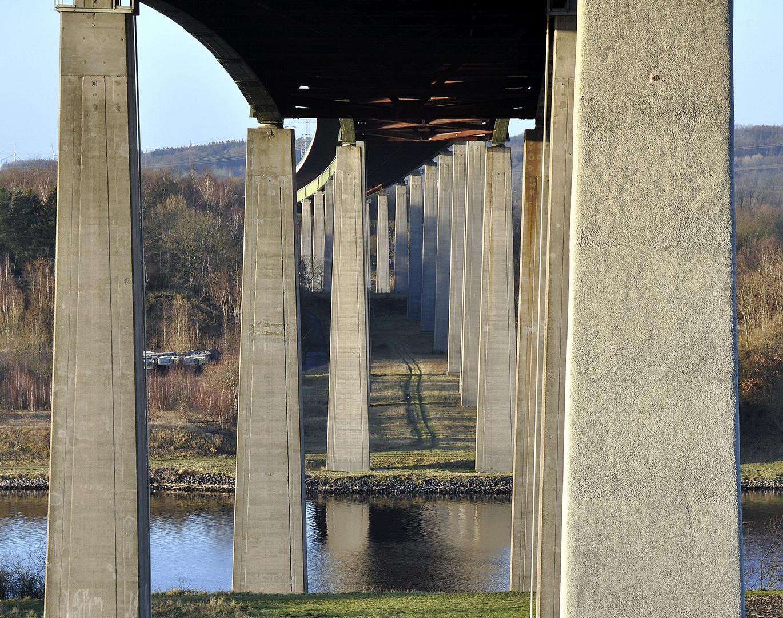 Über morsche Brücken musst Du gehen