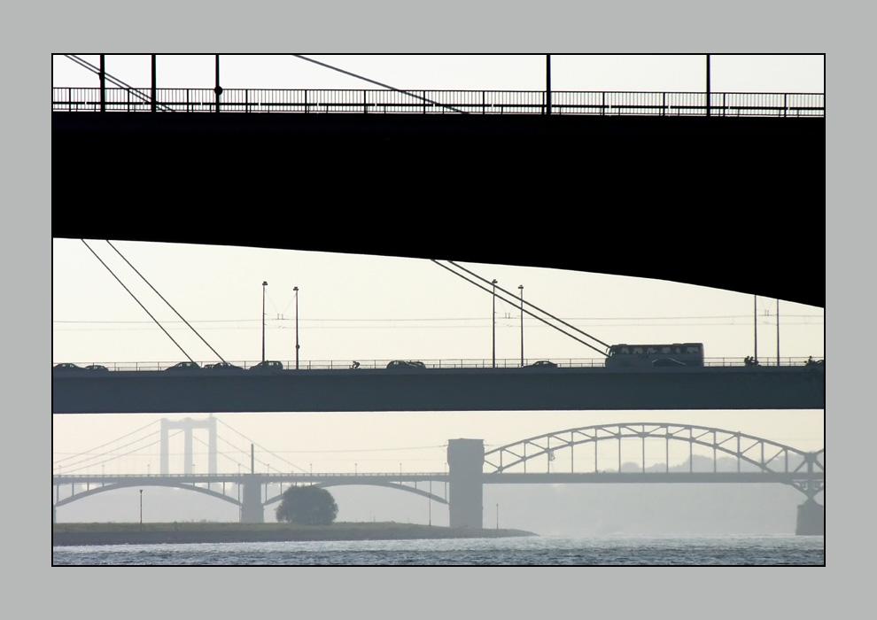 Über sieben Brücken mußt du gehn...