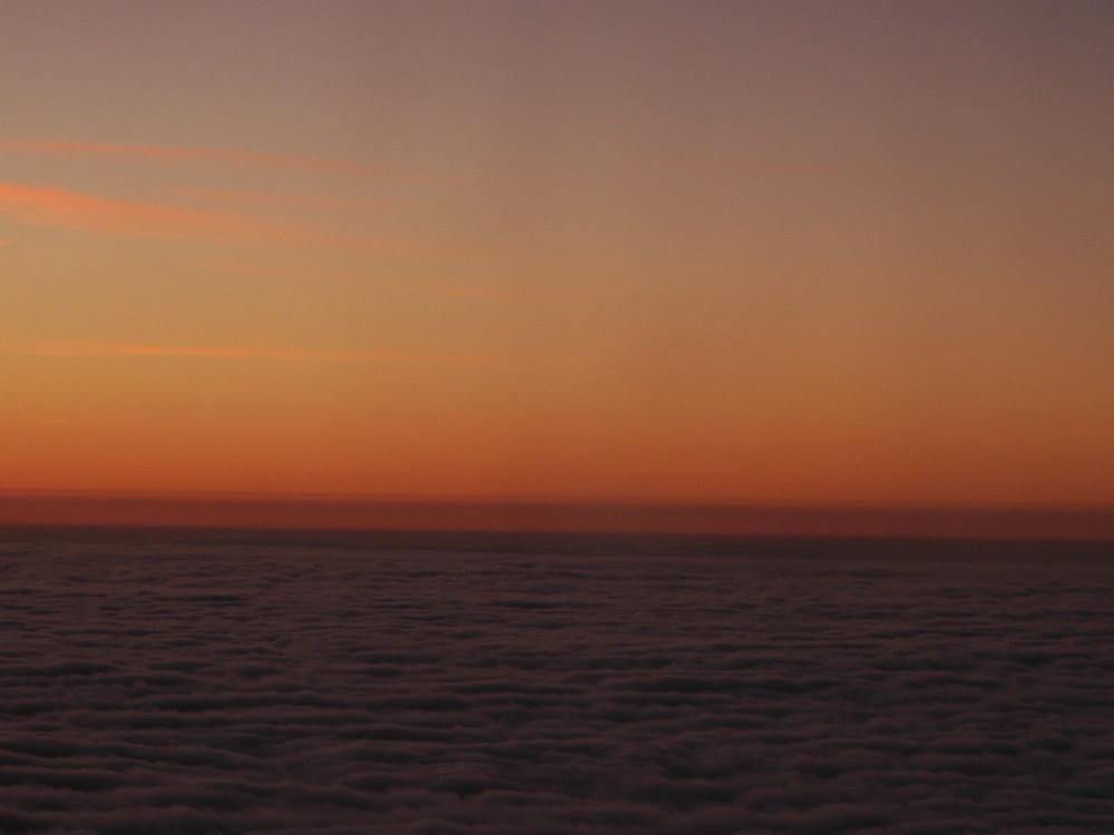 über und zwischen den wolken nr. 2 mit sonnenaufgang
