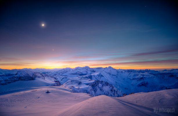 ^ Überlebenskampf auf 3000m: Mond und Venus ^