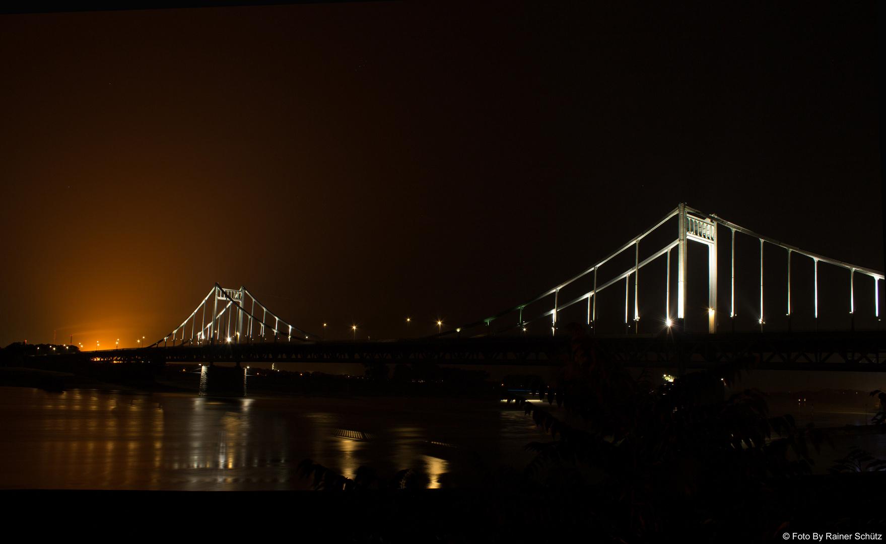 Uerdinger Rheinbrücke beim Hochofenanstich