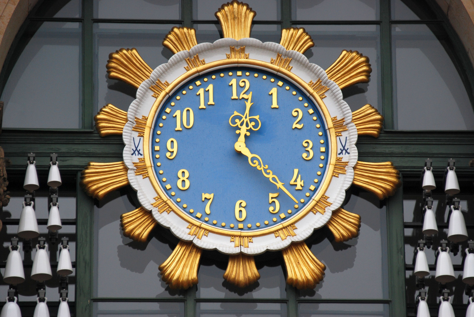 Uhr am Zwinger-Glockenturm