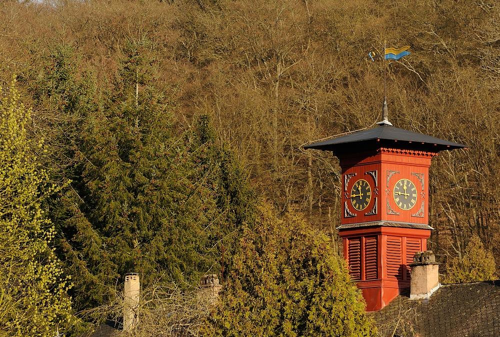 Uhrturm auf dem ehemaligen Werksgebäude des Eisenhüttenwerks der Firma Gienanth in Winnweiler...
