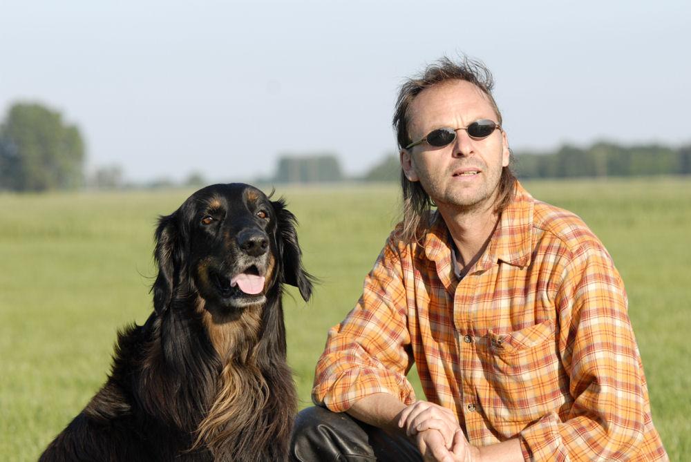 Uli Köppel mit seinem Hund Novim