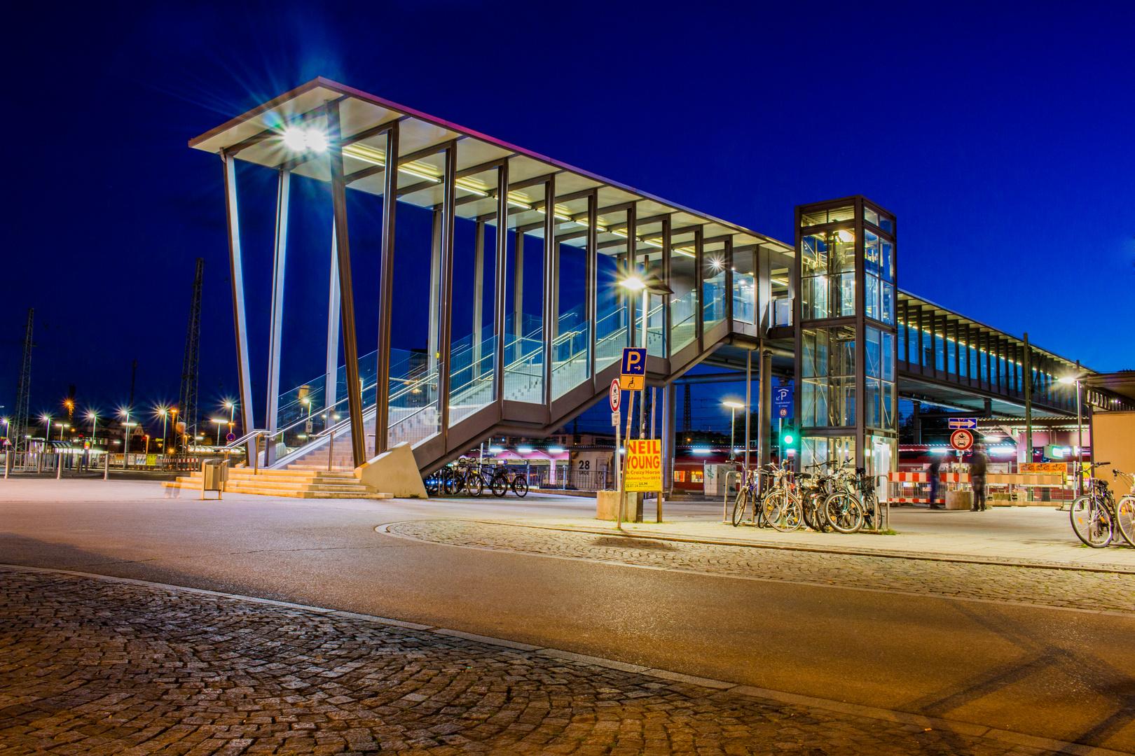 Ulmer Bahnhof bei Nacht
