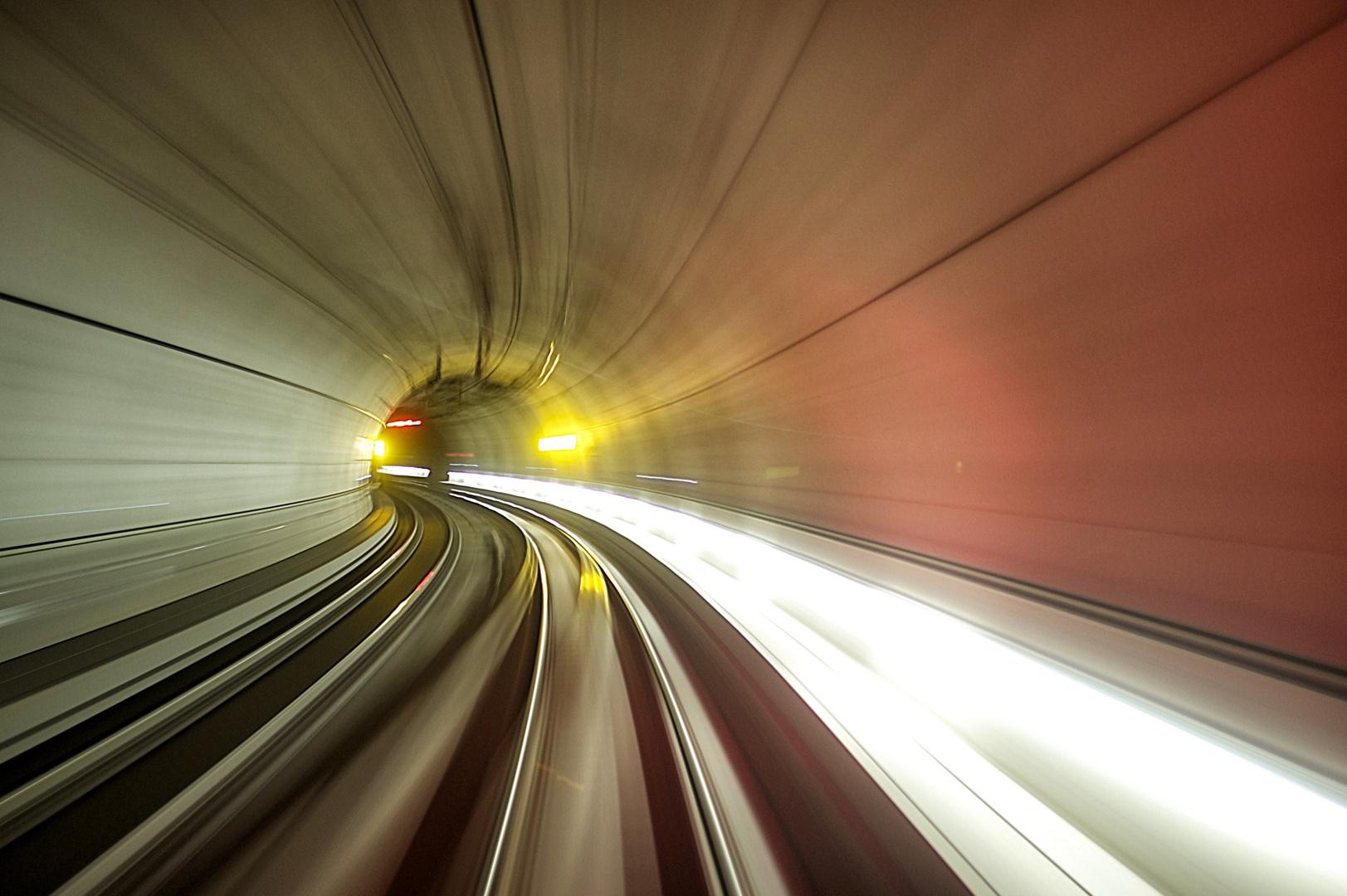 um die Kurve im Tunnel