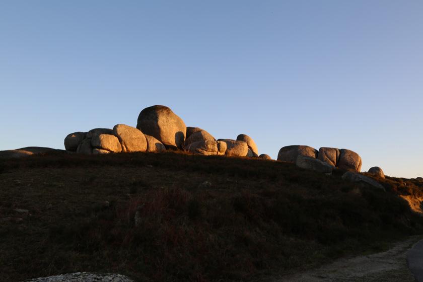 Um silêncio de pedras...