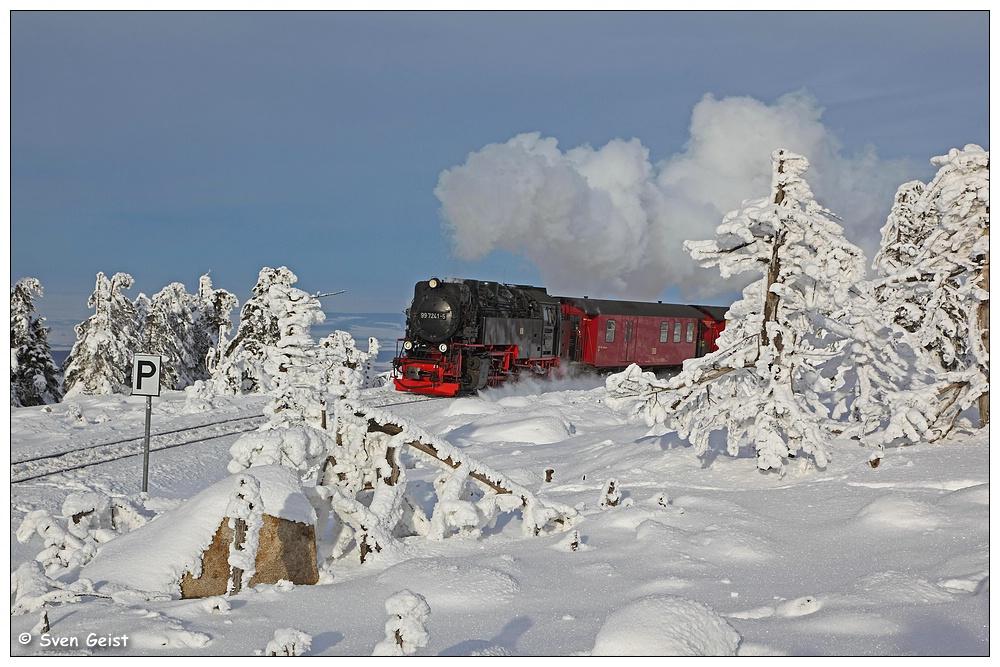 Umgeben von Schneeskulpturen auf dem Brocken
