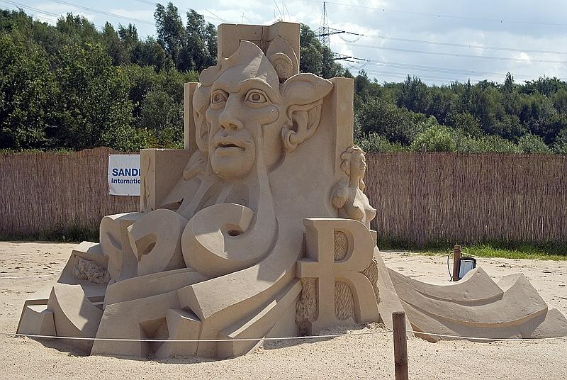 Umrisse - Verloren im Sand