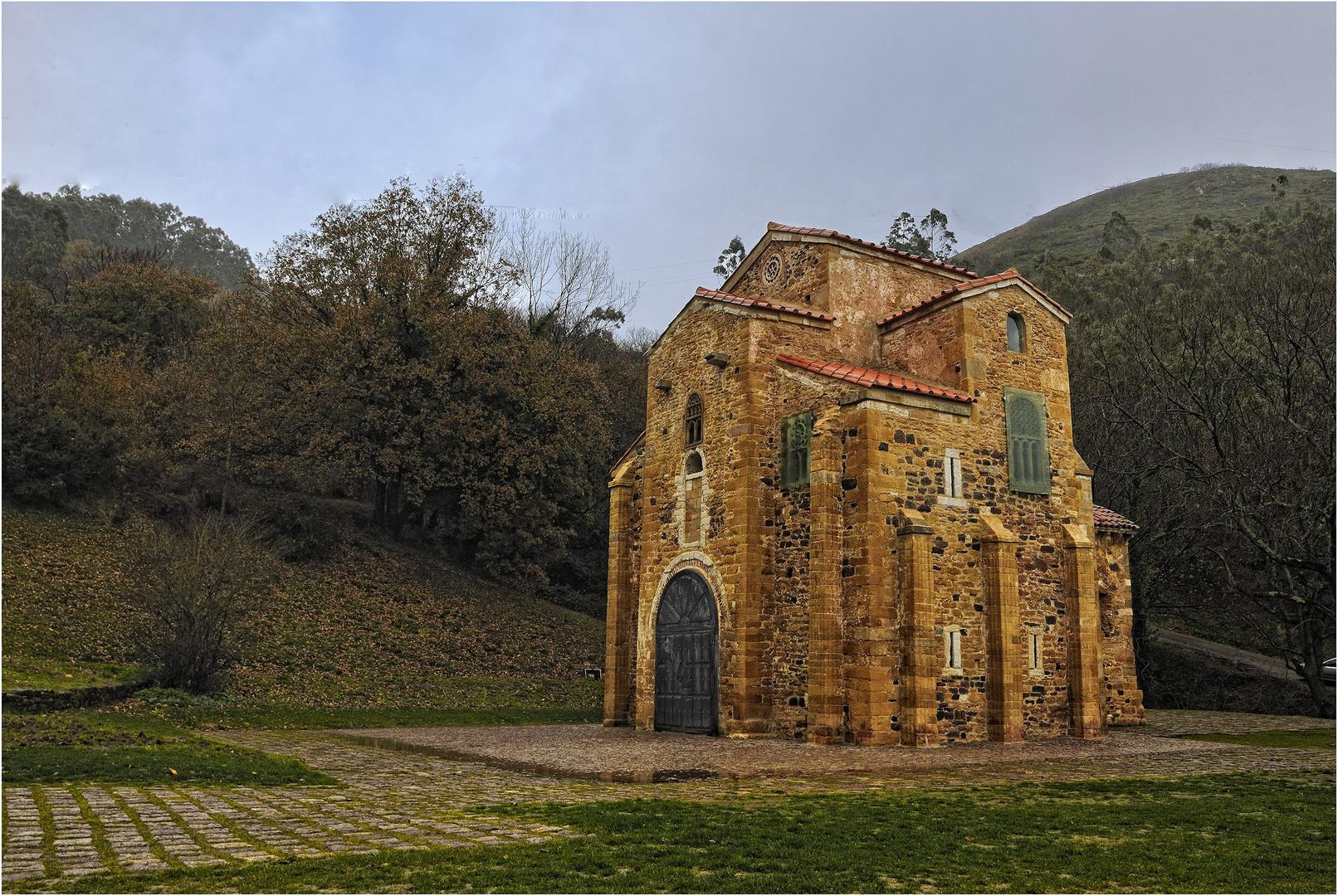UN ANTIGUA IGLESIA PREROMANICA-SAN MIGUEL DE LILLO( Siglo IX)-ASTURIAS