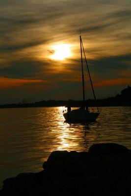 Un bateau à la mer