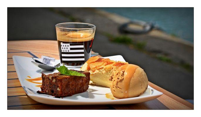 ... un café gourmand, s'il vous plaît ...