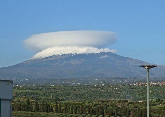 Un cappello per l'Etna