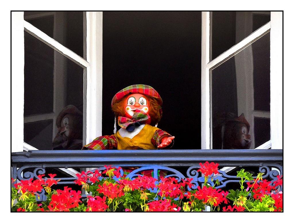 Un clown à la fenêtre