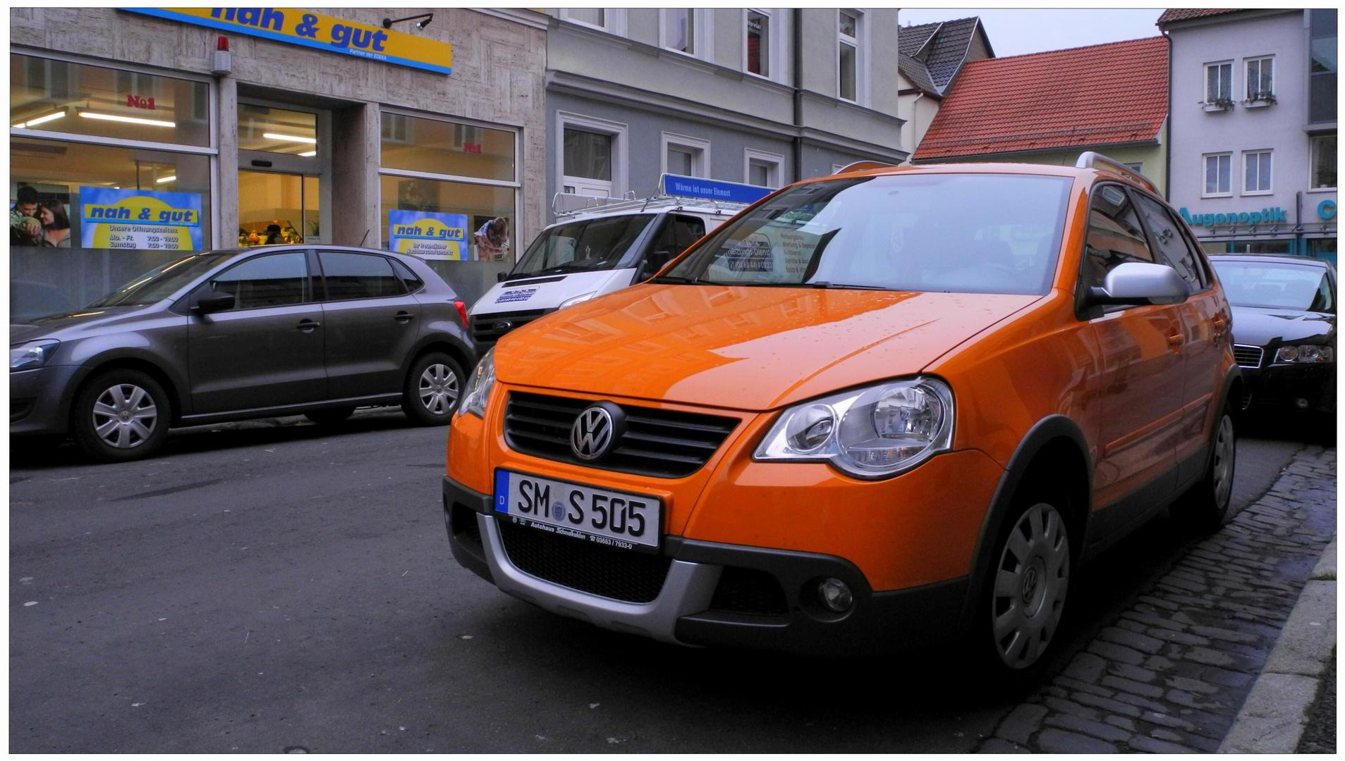 un coche muy bien colorido (ein schönes Auto)
