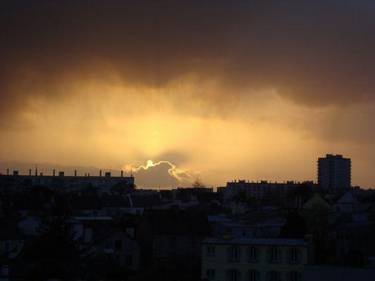 un coucher de soleil