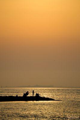 Un coucher de soleil au bord de la mer Mediterranée