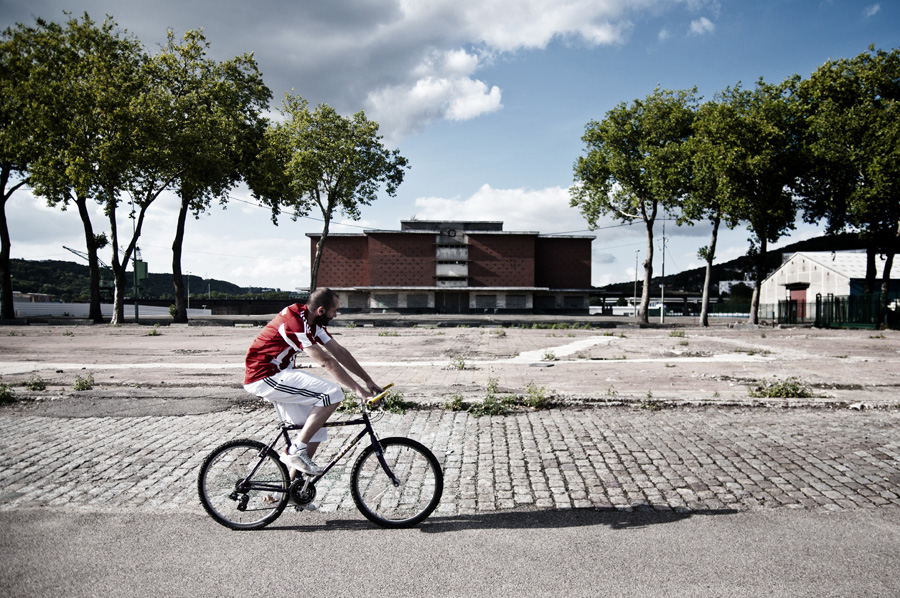 Un cycliste en vélo