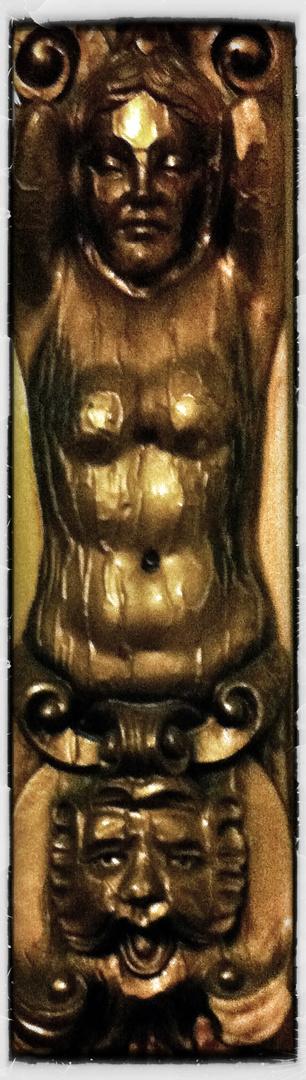Un détail sur un grand et ancien mirroir