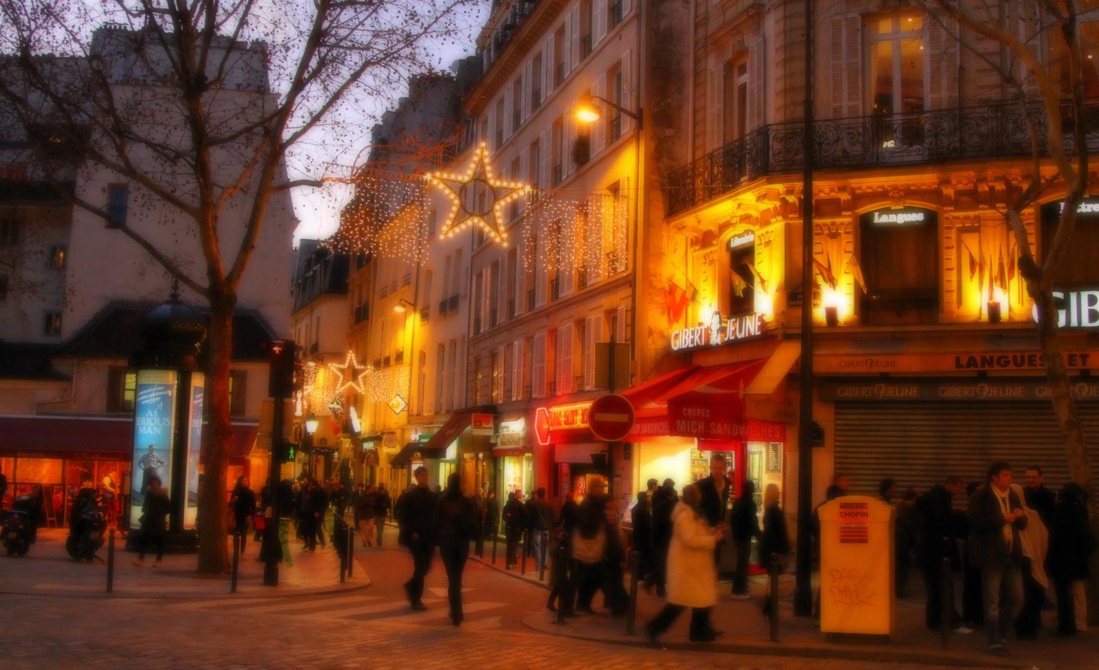 Un Dimanche soir à Paris.....