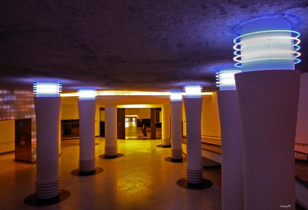 """"""" Un étrange couloir """" ..."""