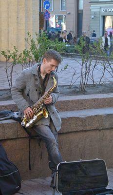 Un homme et le saxophone