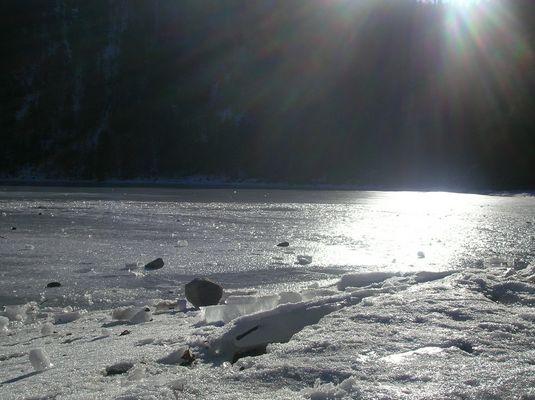 Un lac pris dans la glace...