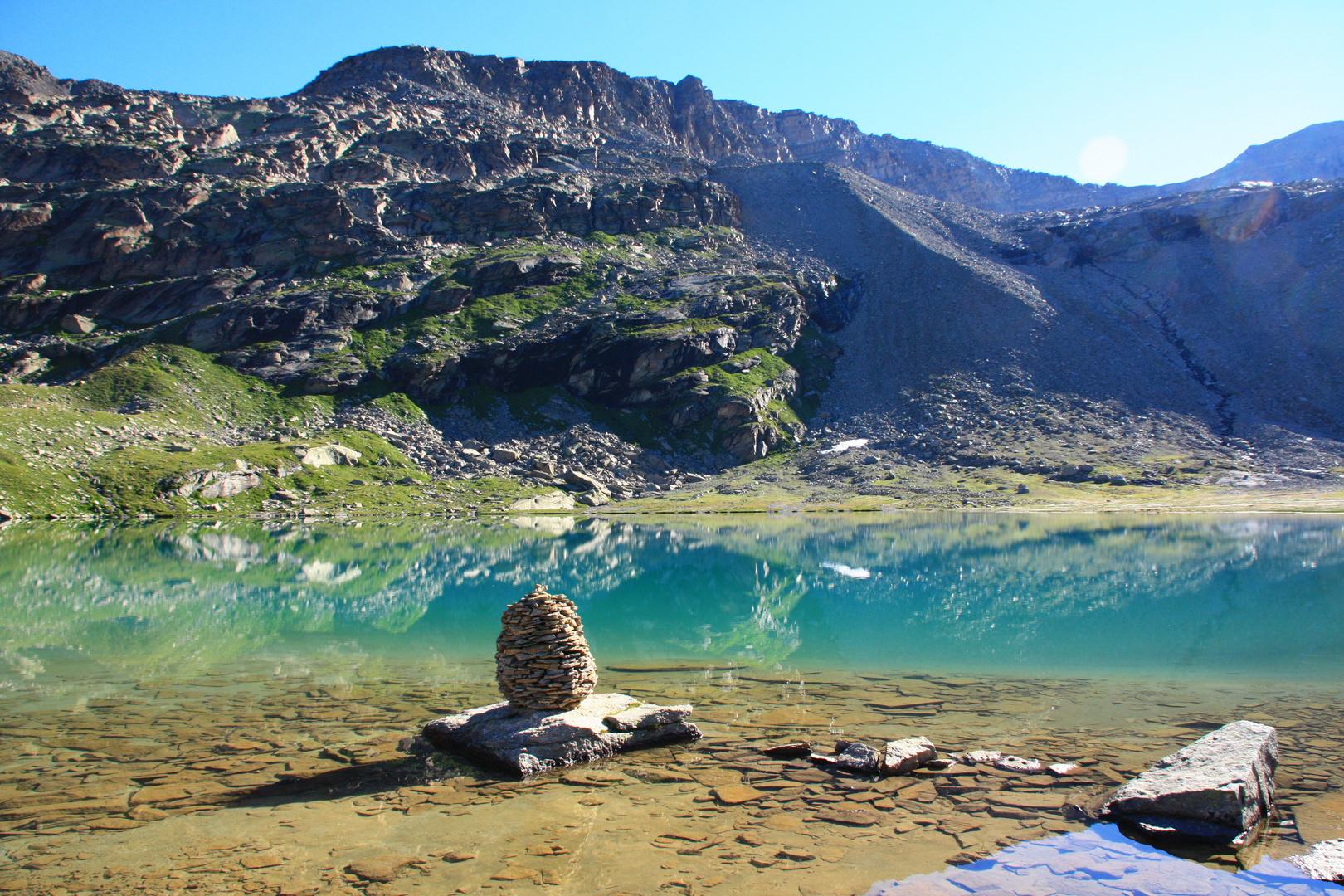 Un lac sous le col du Carro près de la source de l'Arc